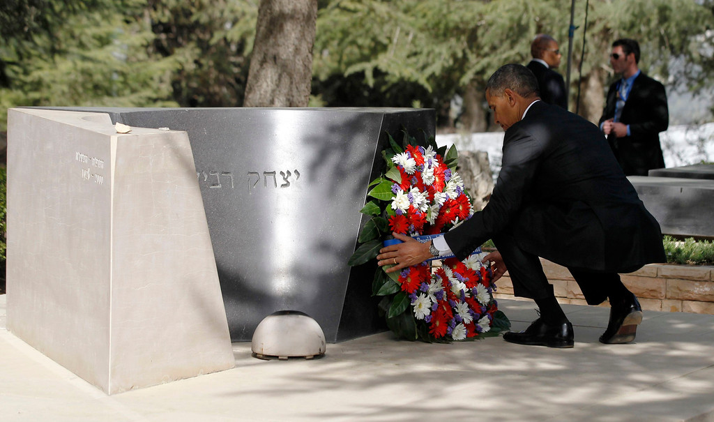Description of . U.S. President Barack Obama lays a wreath at the grave of former Israeli Prime Minister Yitzhak Rabin at Mt Herzl in Jerusalem March 22, 2013.   REUTERS/Jason Reed