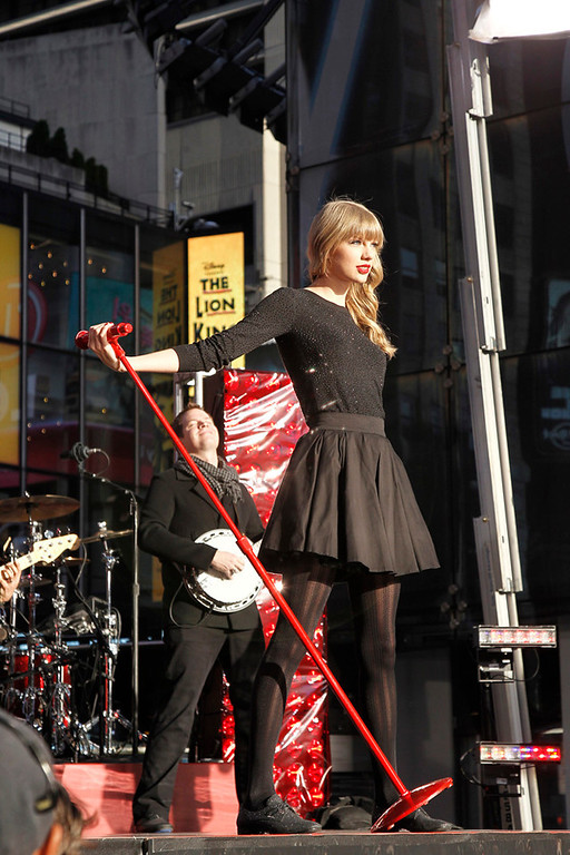 "Description of . DICK CLARK\'S NEW YEAR\'S ROCKIN\' EVE WITH RYAN SEACREST 2013 - Ten-time American Music Award winner Taylor Swift will headline ""Dick Clark\'s New Year�s Rockin\' Eve with Ryan Seacrest 2013,�\"" performing live in front of a crowd of an estimated 1 million people in Times Square just before the ball drops on MONDAY, DECEMBER 31 on the ABC Television Network.  (ABC/Lou Rocco) TAYLOR SWIFT  file photo"