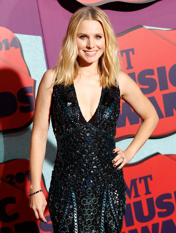 Description of . Kristen Bell arrives at the CMT Music Awards at Bridgestone Arena on Wednesday, June 4, 2014, in Nashville, Tenn. (Photo by Wade Payne/Invision/AP)