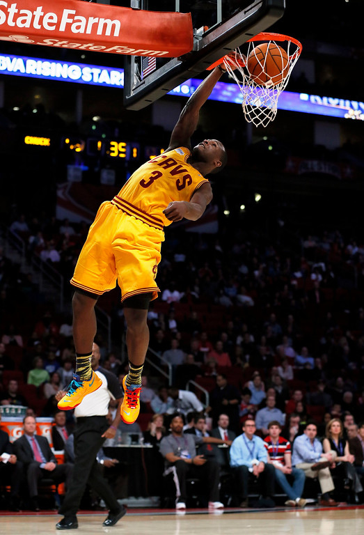 Description of . Cleveland Cavaliers Dion Waiters dunks during the NBA BBVA Rising Star Challenge basketball game in Houston, Texas, February 15, 2013. REUTERS/Lucy Nicholson