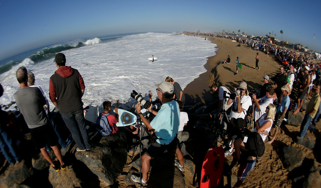 Description of . A large crowd gathers to watch surfers and body surfer ride waves at the wedge on Wednesday, Aug. 27, 2014 in Newport Beach, Calif. Beach goers experienced much higher than normal surf, brought on by Hurricane Marie spinning off the coast of Mexico. (AP Photo/Chris Carlson)