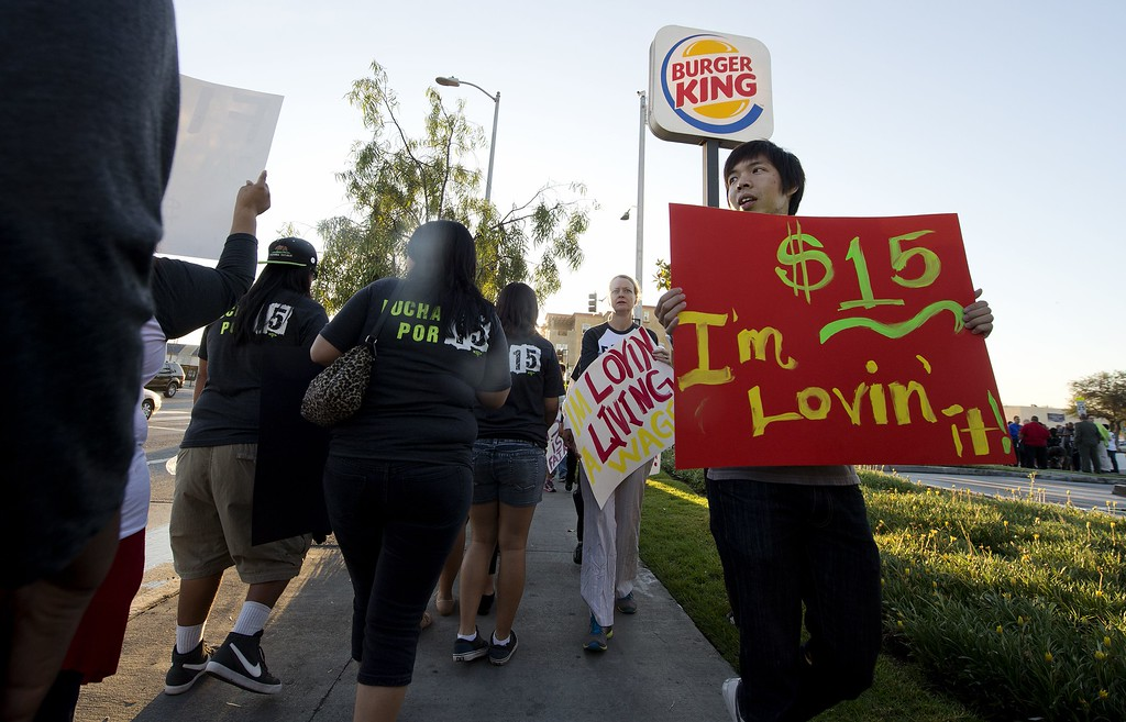 Description of . Fast food workers and their supporters picket outside a Burger King restaurant in Los Angeles on August 29, 2013.    AFP PHOTO / Robyn BECK/AFP/Getty Images
