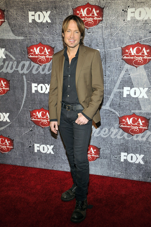 Description of . Singer and songwriter Keith Urban arrives at the American Country Awards on Monday, Dec. 10, 2012, in Las Vegas. (Photo by Jeff Bottari/Invision/AP)