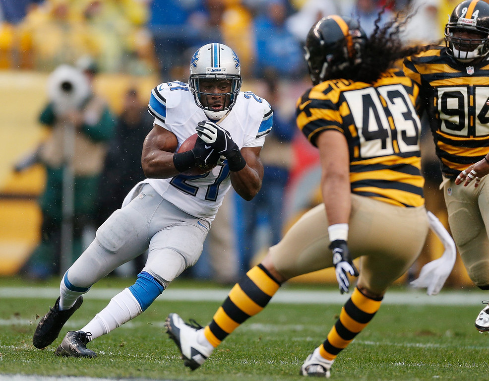 Description of . Reggie Bush #21 of the Detroit Lions looks to avoid the tackle of Troy Polamalu #43 of the Pittsburgh Steelers during a first quarter run at Heinz Field on November 17, 2013 in Pittsburgh, Pennsylvania.  (Photo by Gregory Shamus/Getty Images)