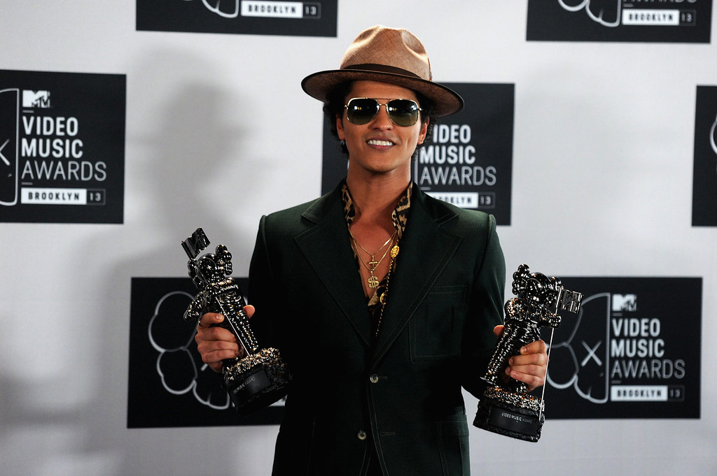 Description of . Bruno Mars attends the 2013 MTV Video Music Awards at the Barclays Center on August 25, 2013 in the Brooklyn borough of New York City.  (Photo by Jamie McCarthy/Getty Images for MTV)