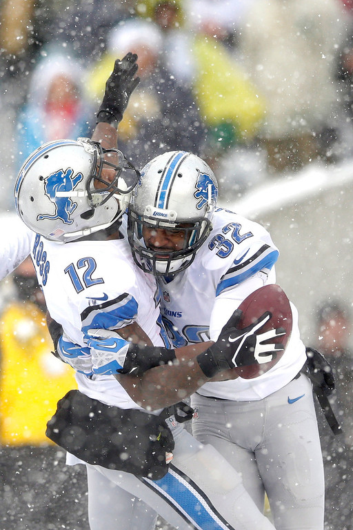 Description of . Detroit Lions' Jeremy Ross, left, celebrates with Don Carey after scoring a touchdown during the second half of an NFL football game against the Philadelphia Eagles, Sunday, Dec. 8, 2013, in Philadelphia. (AP Photo/Michael Perez)