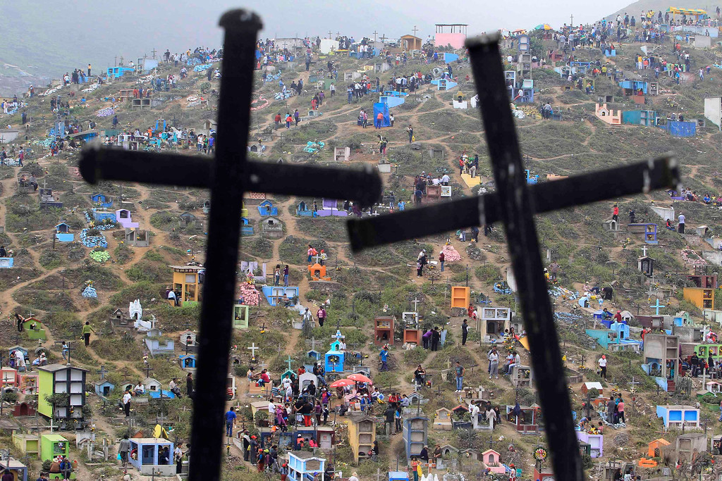 Description of . A view of Nueva Esperanza cemetery during the Day of the Dead celebrations in Villa Maria, Lima November 1, 2012. Each year people visit the cemetery, one of Latin America's largest, to honour the dead. REUTERS/Enrique Castro-Mendivil