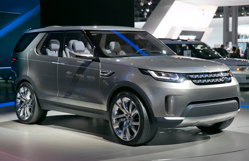 Description of . The 2015 Land Rover Discovery Vision Concept is introduced during the 2014 New York International Auto Show, at the Javits Convention Center, in New York, Wednesday, April 16, 2014. (AP Photo/Richard Drew)