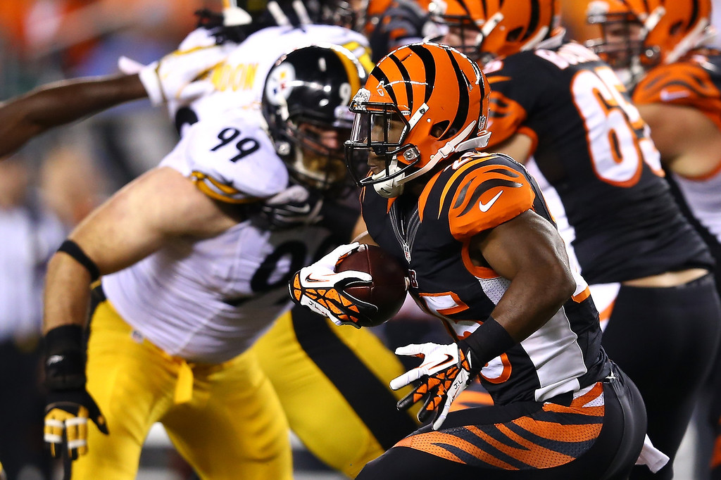 Description of . Running back Giovani Bernard #25 of the Cincinnati Bengals runs the ball against defensive end Brett Keisel #99 of the Pittsburgh Steelers in the first half at Paul Brown Stadium on September 16, 2013 in Cincinnati, Ohio.  (Photo by Andy Lyons/Getty Images)