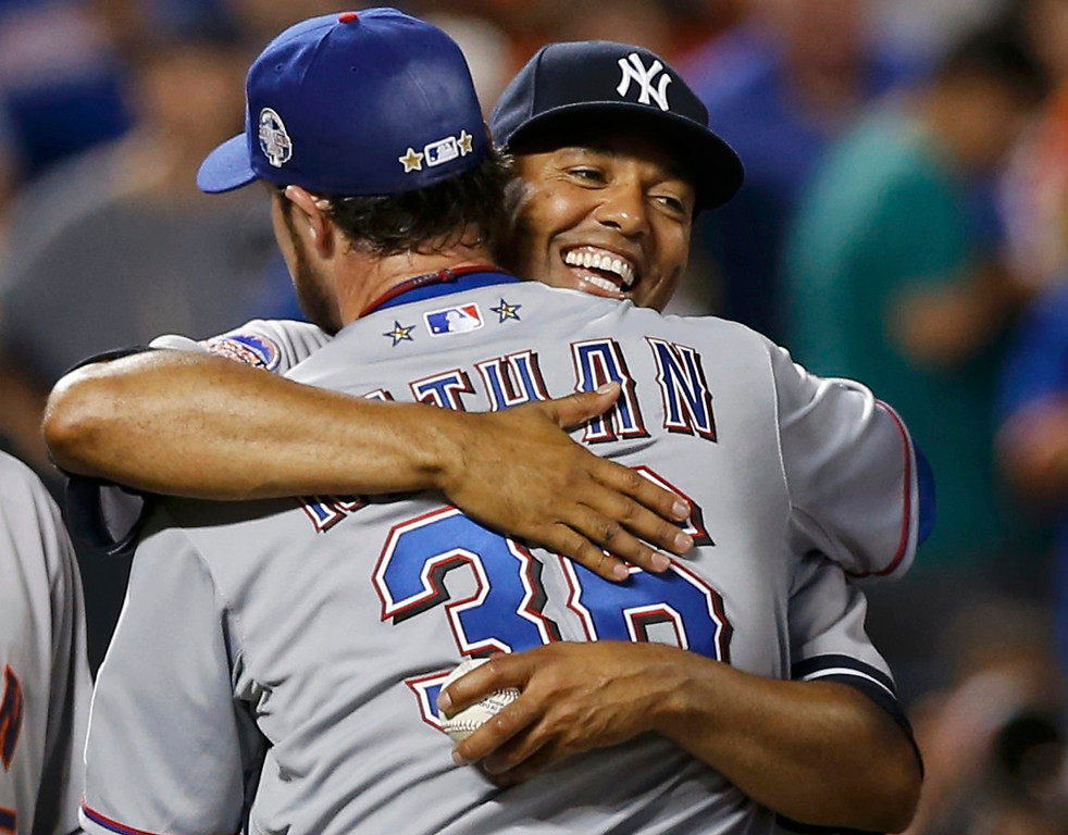 Description of . New York Yankees pitcher Mariano Rivera hugs Texas Rangers pitcher Joe Nathan after the American League defeated the National League in Major League Baseball\'s All-Star Game in New York, July 16, 2013.  REUTERS/Mike Segar
