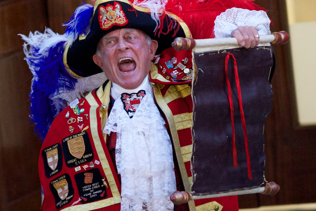 Description of . A Town Crier reads an announcement about the birth of a baby boy at 4.24pm to Prince William and Catherine, Duchess of Cambridge, outside the Lindo Wing of St Mary\'s Hospital in London, on July 22, 2013. Prince William\'s wife Kate gave birth to a baby boy today, providing Britain\'s royal family with a future king in an event that had been anticipated around the world, Kensington palace said.    ANDREW COWIE/AFP/Getty Images