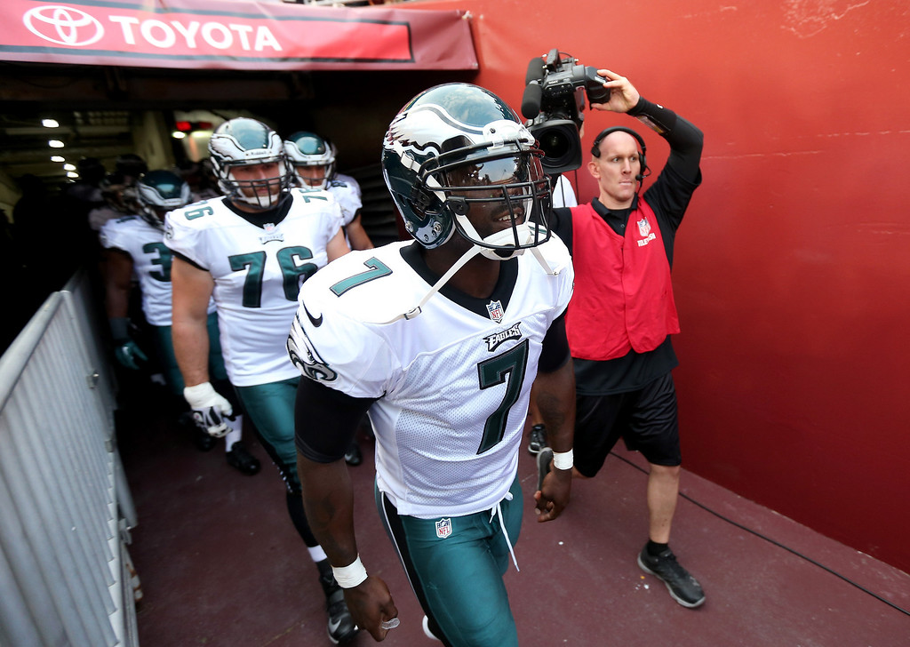 Description of . Quarterback Michael Vick #7 of the Philadelphia Eagles leads the team onto the field before taking on the Washington Redskins at FedExField on September 9, 2013 in Landover, Maryland.  (Photo by Rob Carr/Getty Images)