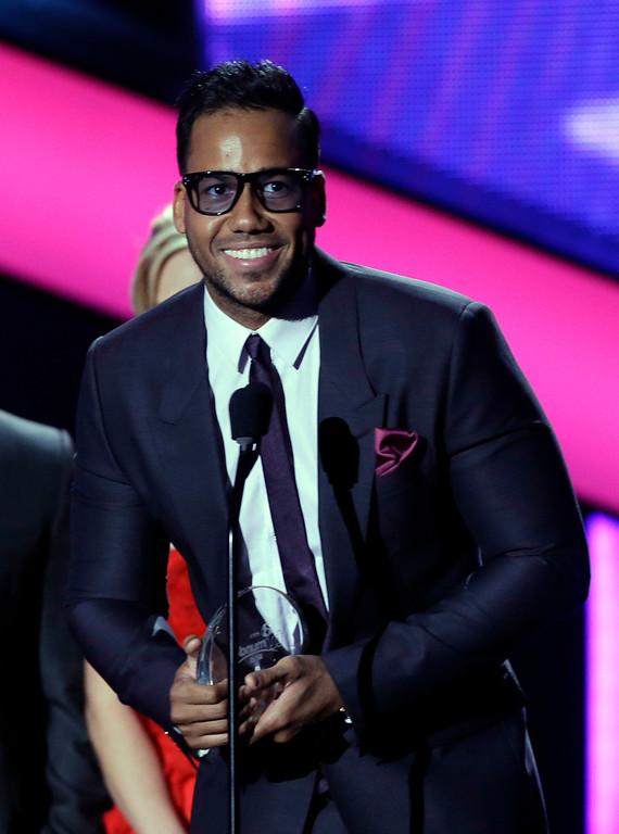 Description of . Singer Romeo Santos receives the Tropical Album of the Year at the Latin Billboard Awards in Coral Gables, Fla., Thursday April 25, 2013. (AP Photo/Alan Diaz)