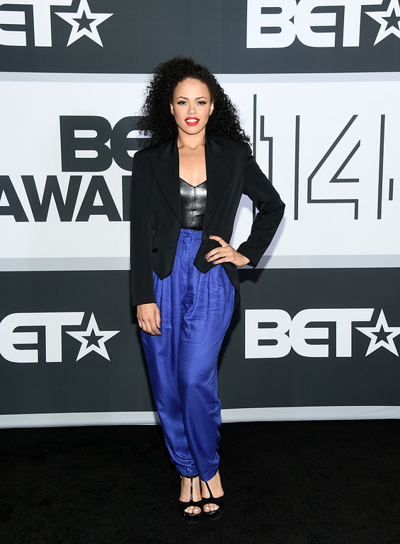 Description of . Singer Elle Varner poses in the press room during the BET AWARDS '14 at Nokia Theatre L.A. LIVE on June 29, 2014 in Los Angeles, California.  (Photo by Michael Buckner/Getty Images for BET)