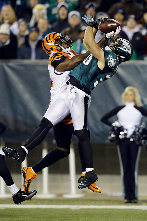 Description of . Philadelphia Eagles' Colt Anderson, right, breaks up a pass intended for Cincinnati Bengals' A.J. Green in the first half of an NFL football game, Thursday, Dec. 13, 2012, in Philadelphia. (AP Photo/Mel Evans)