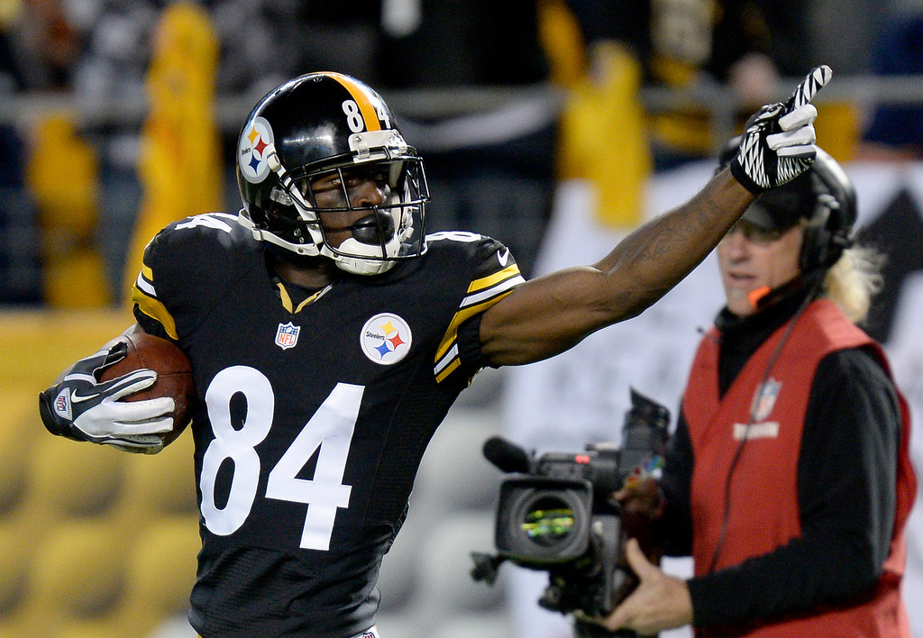 Description of . Pittsburgh Steelers wide receiver Antonio Brown (84) celebrates making a touchdown catch in the third quarter of an NFL football game against the Chicago Bears on Sunday, Sept. 22, 2013, in Pittsburgh. (AP Photo/Don Wright)