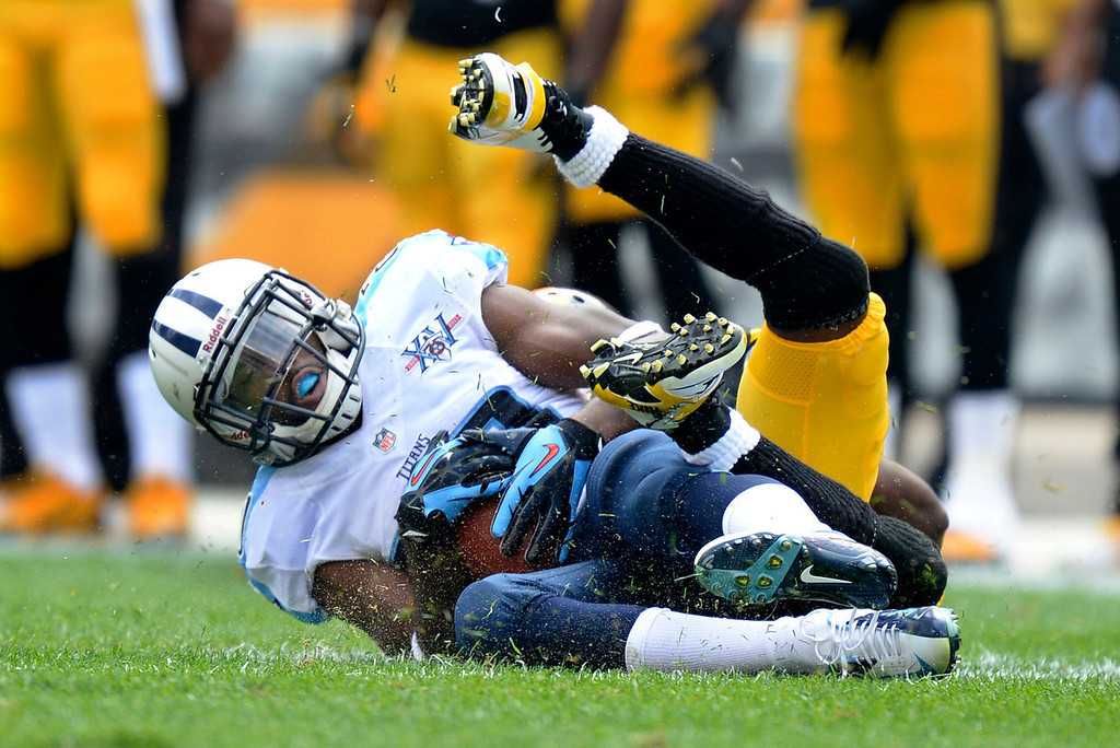 Description of . Tennessee Titans cornerback Alterraun Verner, front, intercepts a pass intended for Pittsburgh Steelers wide receiver Emmanuel Sanders in the second quarter of an NFL football game on Sunday, Sept. 8, 2013, in Pittsburgh. (AP Photo/Don Wright)