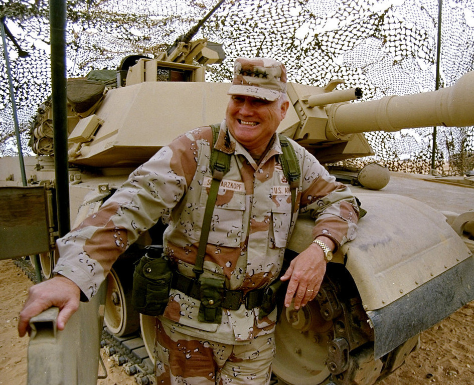 Description of . In this Jan. 12, 1991 file photo, Gen. H. Norman Schwarzkopf stands at ease with his tank troops during Operation Desert Storm in Saudi Arabia. Schwarzkopf died Thursday, Dec. 27, 2012 in Tampa, Fla. He was 78.  (AP Photo/Bob Daugherty, File)