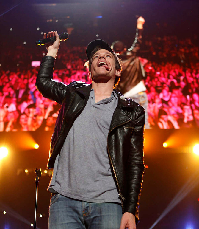 Description of . Singer Nate Ruess of the band Fun performs during the Z100 Jingle Ball at Madison Square Gardens in New York December 7, 2012.    REUTERS/Carlo Allegri