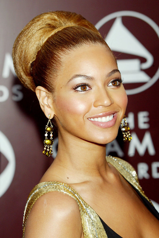 Description of . Singer Beyonce Knowles arrives to the 47th Annual Grammy Awards at the Staples Center on February 13, 2005 in Los Angeles, California.  (Photo by Kevin Winter/Getty Images)