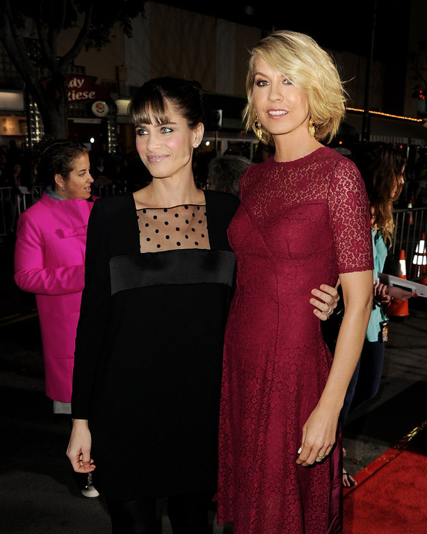 "Description of . Actors Amanda Peet (L) and Jenna Elfman arrive at the premiere of Universal Pictures\' ""Identity Theft\"" at the Village Theatre on February 4, 2013 in Los Angeles, California.  (Photo by Kevin Winter/Getty Images)"
