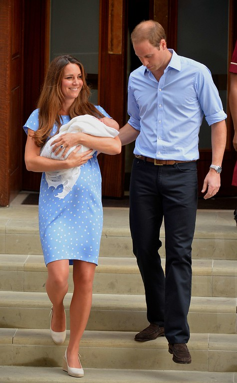 Description of . Prince William and Catherine, Duchess of Cambridge show their new-born baby boy to the world\'s media, on the steps outside the Lindo Wing of St Mary\'s Hospital in London on July 23, 2013. The baby was born on Monday afternoon weighing eight pounds six ounces (3.8 kilograms). The baby, titled His Royal Highness, Prince (name) of Cambridge, is directly in line to inherit the throne after Charles, Queen Elizabeth II\'s eldest son and heir, and his eldest son William.   AFP PHOTO / LEON NEAL/AFP/Getty Images