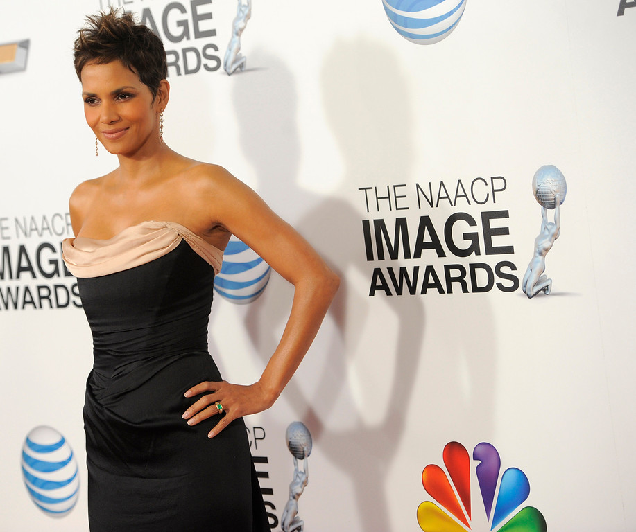 Description of . Halle Berry arrives at the 44th Annual NAACP Image Awards at the Shrine Auditorium in Los Angeles on Friday, Feb. 1, 2013. (Photo by Chris Pizzello/Invision/AP)
