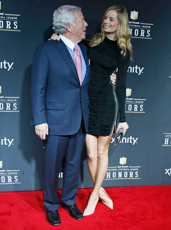 Description of . New England Patriots owner Robert Kraft and his girlfriend Ricki Lander arrive at the 2nd Annual NFL Honors in New Orleans, Louisiana, February 2, 2013. The San Francisco 49ers will meet the Baltimore Ravens in the NFL Super Bowl XLVII football game February 3.      REUTERS/Lucy Nicholson