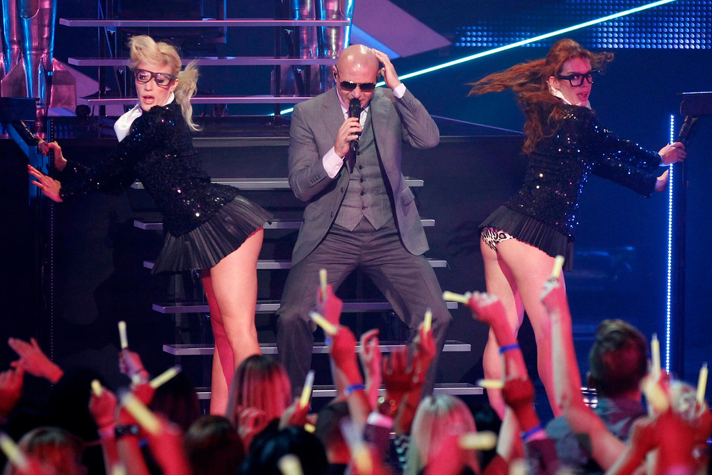 Description of . Pitbull performs