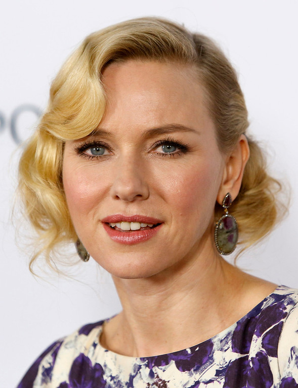 Description of . Actress Naomi Watts arrives at the premiere of the movie