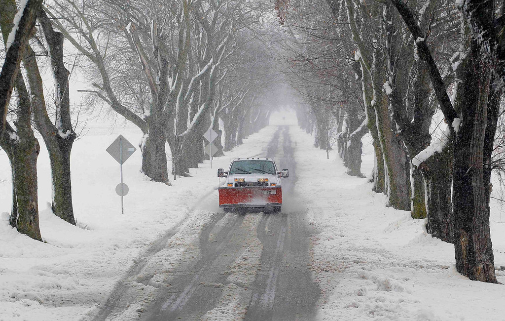 Description of . A snowplow moves down a country lane during a massive blizzard near Mt. Jackson, Virginia March 6, 2013. Washington and its suburbs face what could be their heaviest snowfall in two years on Wednesday, as a fierce storm headed east after blanketing the Midwestern United States, snarling traffic and causing hundreds of flight cancellations. REUTERS/Gary Cameron