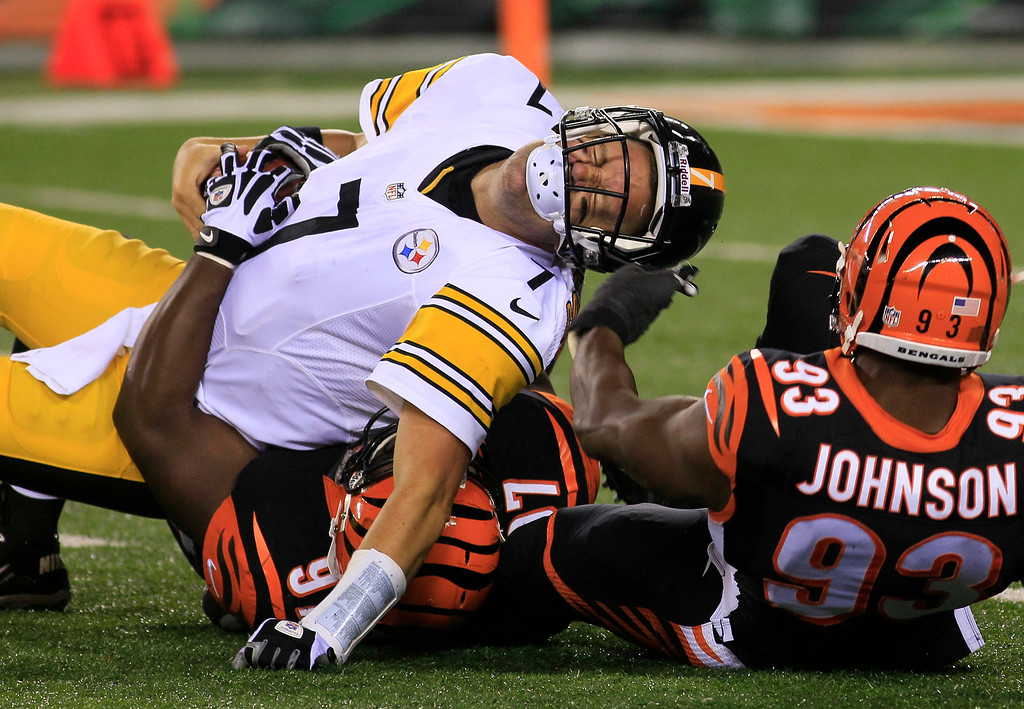 Description of . Pittsburgh Steelers quarterback Ben Roethlisberger (7) is sacked by Cincinnati Bengals defensive tackle Geno Atkins (97) and defensive end Michael Johnson (93) in the second half of an NFL football game, Monday, Sept. 16, 2013, in Cincinnati. (AP Photo/Tom Uhlman)