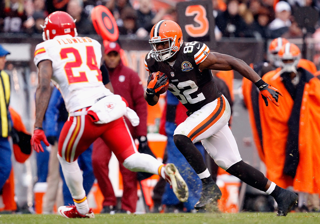 Description of . CLEVELAND, OH - DECEMBER 09:  Tight end Benjamin Watson #82 of the Cleveland Browns runs by cornerback Brandon Flowers #24 of the Kansas City Chiefs at Cleveland Browns Stadium on December 9, 2012 in Cleveland, Ohio.  (Photo by Matt Sullivan/Getty Images)