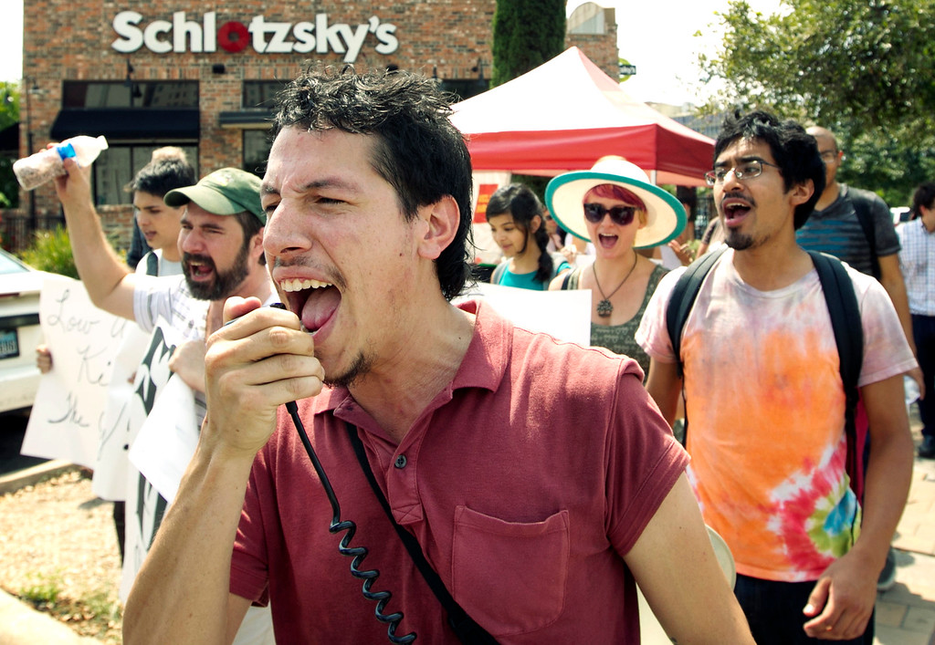 Description of . Arnulfo Manriquez, of the Workers Defense Project, marches with supporters of the fast food strike in Austin, Texas, on Thursday Aug. 29, 2013.  (AP Photo/Austin American-Statesman, Jay Janner)