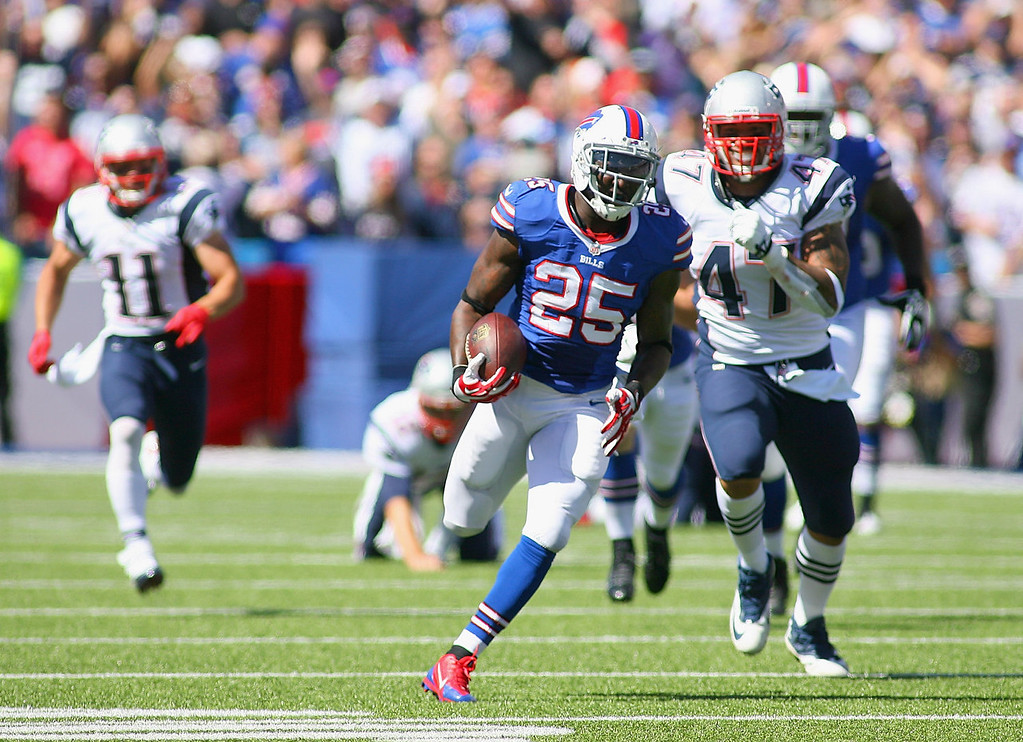 Description of . Da'Norris Searcy #25 of the Buffalo Bills returns a fumble 74 yards for a touchdown against the New England Patriots at Ralph Wilson Stadium on September 8, 2013 in Orchard Park, New York.  (Photo by Rick Stewart/Getty Images)