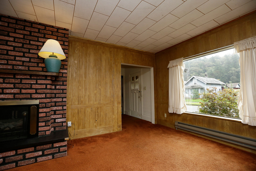 Description of . This photo taken Monday, Sept. 23, 2013, shows the living room of the childhood home of Kurt Cobain, the late frontman of Nirvana, in Aberdeen, Wash. (AP Photo/Elaine Thompson)