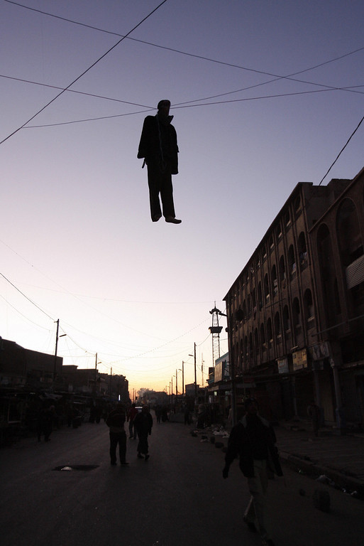 Description of . An effigy of Saddam Hussein hangs in a central Baghdad street 30 December 2006, as Iraqis reeled from the news that ousted Iraqi despot Saddam Hussein was executed by hanging. More than 50 Iraqis were killed and dozens more wounded in a series of bloody car bombings that caused chaos after the government\'s pre-dawn execution of Saddam Hussein. (AHMAD AL-RUBAYE/AFP/Getty Images)