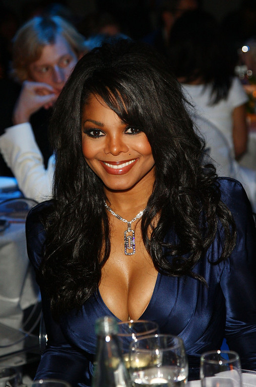 Description of . Janet Jackson attends amfAR Milano 2009 Dinner, the Inaugural Milan Fashion Week event at La Permanente on September 28, 2009 in Milan, Italy.  (Photo by Vittorio Zunino Celotto/CI Getty Images Entertainment)