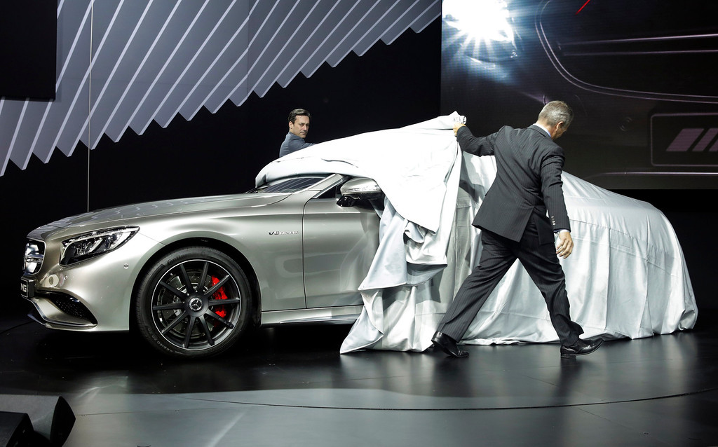 """. Actor Jon Hamm, left, of television\'s \""""Mad Men,\"""" and Mercedes Benz USA President Stephen Cannon, unveil the 2015 Mercedes Benz S63 AMG Coupe, at the 2014 New York International Auto Show at the Javits Convention Center, Wednesday, April 16, 2014, in New York. (AP Photo/Richard Drew)"""