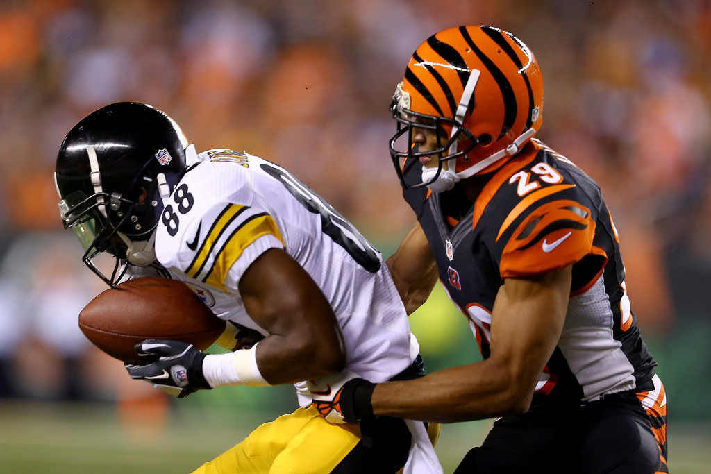 Description of . Wide receiver Emmanuel Sanders #88 of the Pittsburgh Steelers with the ball against cornerback Leon Hall #29 of the Cincinnati Bengals in the second quarter at Paul Brown Stadium on September 16, 2013 in Cincinnati, Ohio.  (Photo by Andy Lyons/Getty Images)