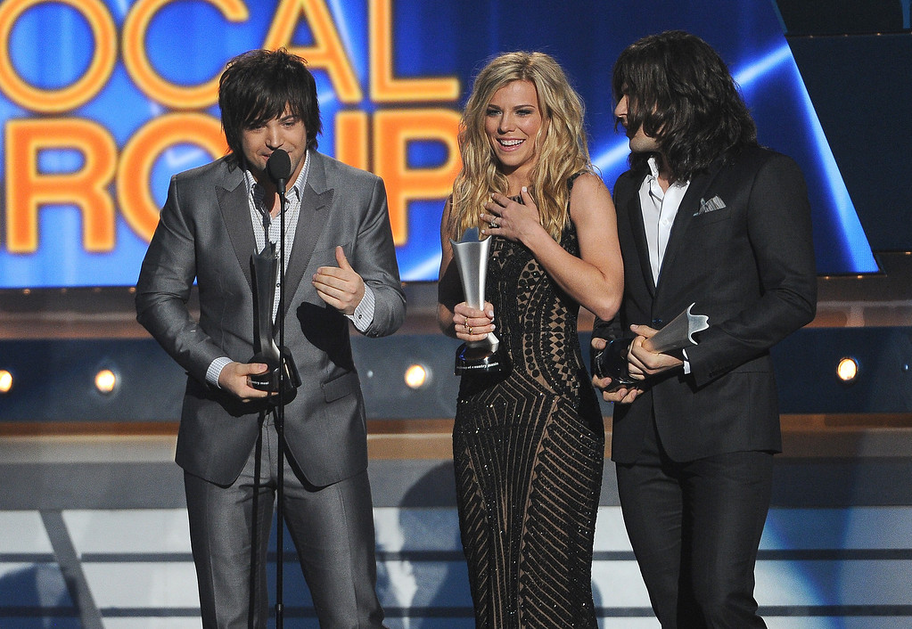 Description of . Neil Perry and from left, Kimberly Perry and Reid Perry, of the musical group The Band Perry, accept the award for vocal group of the year at the 49th annual Academy of Country Music Awards at the MGM Grand Garden Arena on Sunday, April 6, 2014, in Las Vegas. (Photo by Chris Pizzello/Invision/AP)