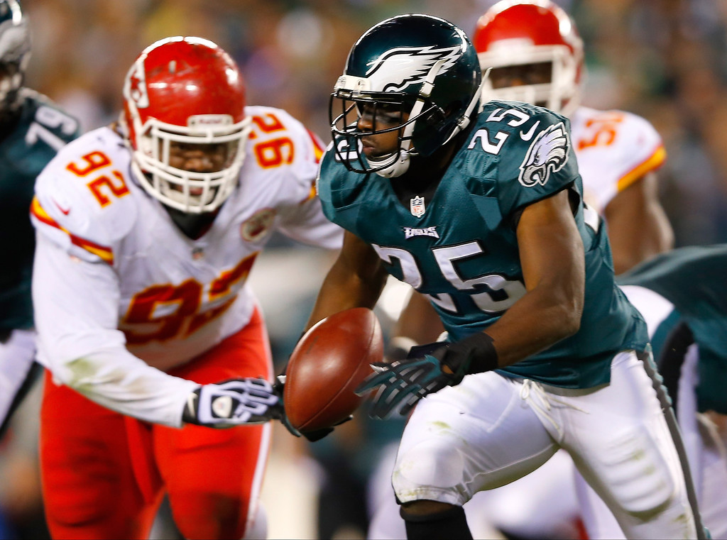 Description of . LeSean McCoy #25 of the Philadelphia Eagles runs with the ball against the Kansas City Chiefs in the second quarter at Lincoln Financial Field on September 19, 2013 in Philadelphia, Pennsylvania. McCoy left the field with a leg injury on the play. (Photo by Rich Schultz/Getty Images)