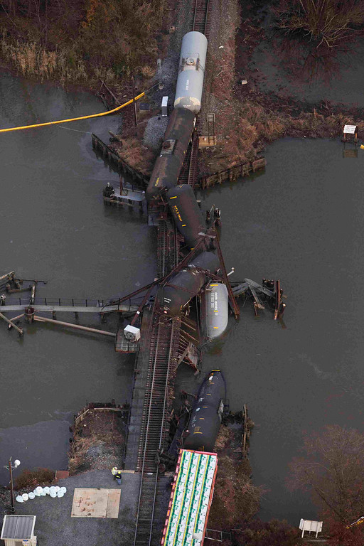 . Derailed freight train cars sit semi-submerged in the waters  of Mantua Creek after a train crash in Paulsboro, New Jersey November 30, 2012. A rail bridge collapsed on Friday over a creek in southern New Jersey, causing a Conrail freight train to derail and spill hazardous chemicals into the air and water, authorities said.  REUTERS/Andrew Burton