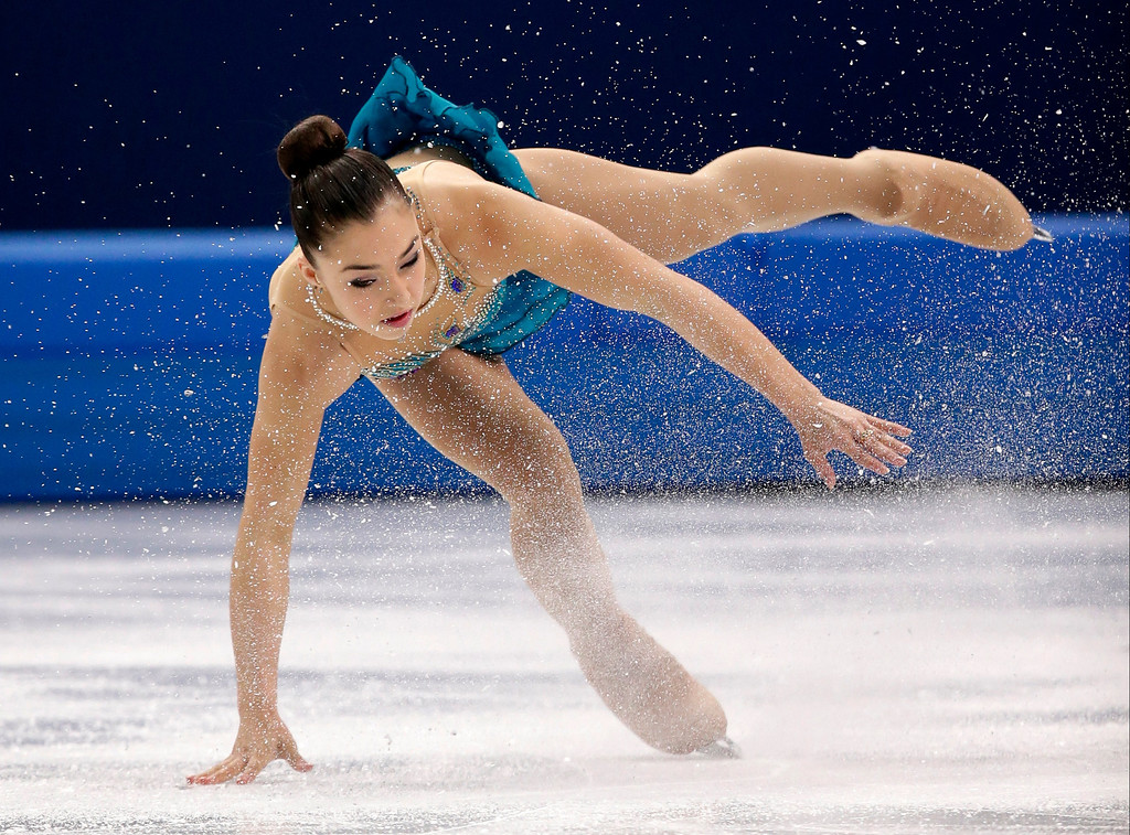 Description of . Gabrielle Daleman of Canada falls as she competes in the women's free skate figure skating finals at the Iceberg Skating Palace during the 2014 Winter Olympics, Thursday, Feb. 20, 2014, in Sochi, Russia. (AP Photo/Bernat Armangue)