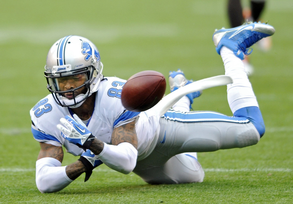 Description of . Detroit Lions wide receiver Pat Edwards fails to catch a second quarter pass against the Cleveland Browns in an NFL football game Sunday, Oct. 13, 2013 in Cleveland. (AP Photo/David Richard)
