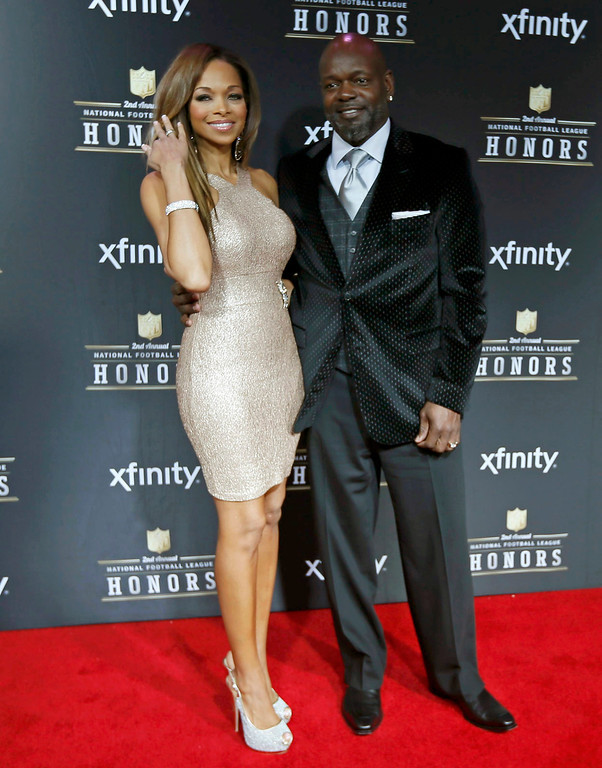 Description of . Former Dallas Cowboys running back Emmitt Smith and his wife Patricia Southall arrive at the 2nd Annual NFL Honors in New Orleans, Louisiana, February 2, 2013. The San Francisco 49ers will meet the Baltimore Ravens in the NFL Super Bowl XLVII football game February 3.    REUTERS/Lucy Nicholson