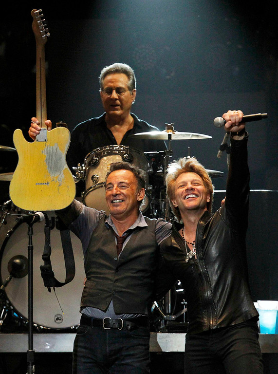 Description of . Singer Bruce Springsteen performs with Jon Bon Jovi (R) and drummer Max Weingberg during the