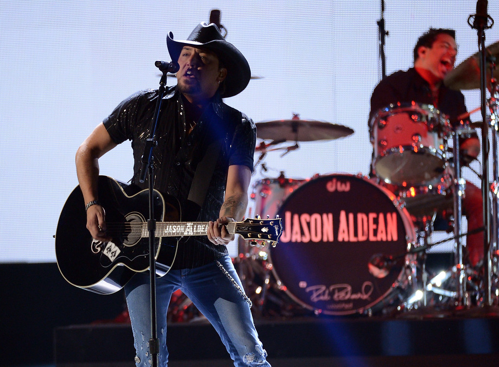 Description of . LAS VEGAS, NV - DECEMBER 10:  Musician Jason Aldean performs onstage during the 2012 American Country Awards at the Mandalay Bay Events Center on December 10, 2012 in Las Vegas, Nevada.  (Photo by Mark Davis/Getty Images)