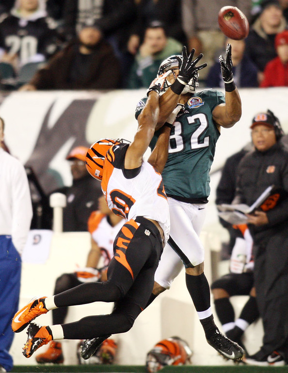 Description of . Philadephia Eagles tight end Clay Harbor fights for the ball with Cincinnati Bengals corner back Leon Hall during an NFL football game at Lincoln Financial Field in Philadelphia, Pa, Thursday, Dec. 13, 2012.  (AP Photo/The News Journal,Daniel Sato)
