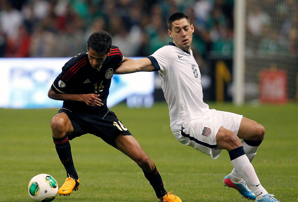 . Mexico\'s Diego Reyes (L) fights for the ball with Clinton Dempsey of the U.S. during their 2014 World Cup qualifying soccer match at Azteca stadium in Mexico City, March 26, 2013. REUTERS/Edgard Garrido